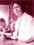 1920s woman scientist-microscope