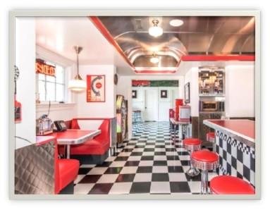 Lolas inside diner