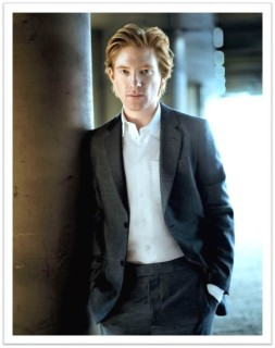 Domhnall Gleeson suit