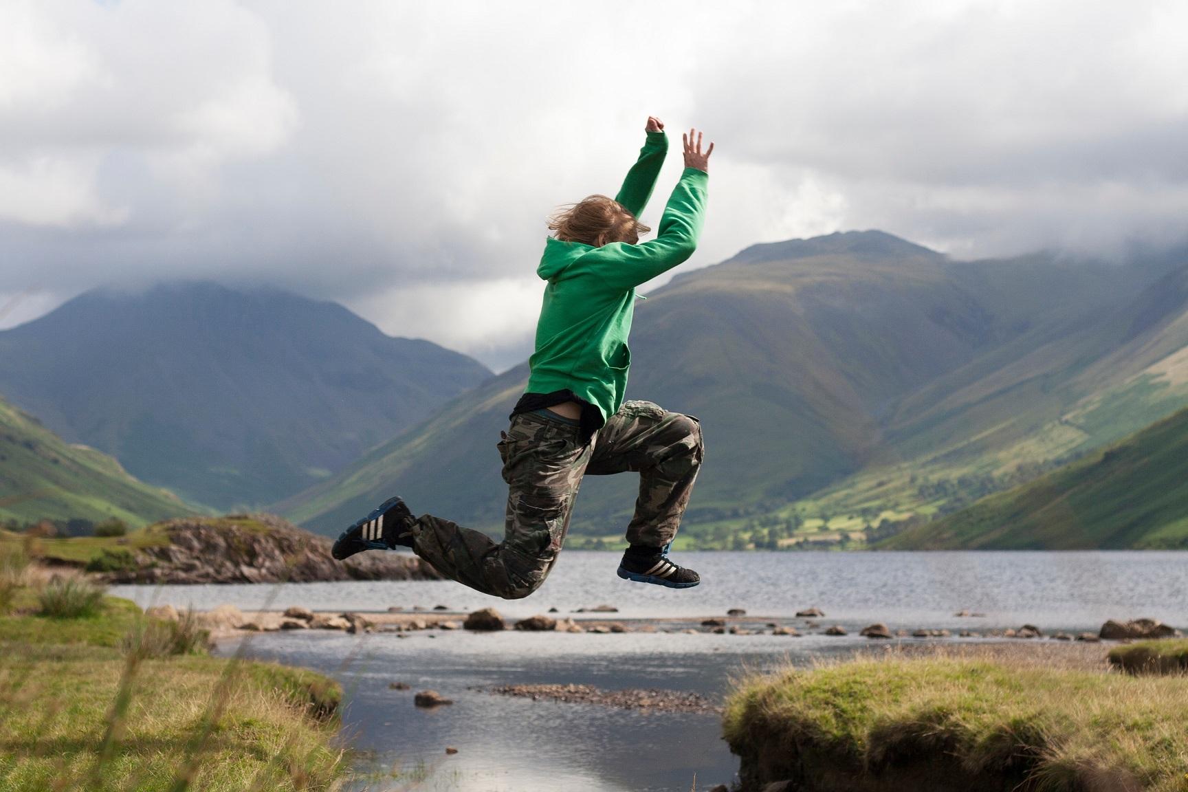 man-mountains-jumping-or-falling