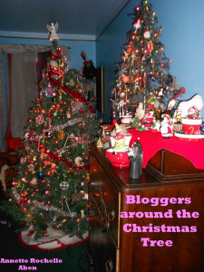 bloggers-around-the-christmas-tree