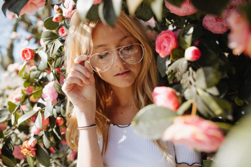 Wire glasses blond flowers ryan-winterbotham-227426