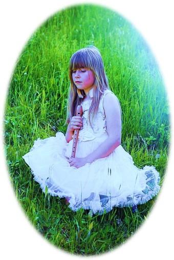 Girl Flute Green pixabay
