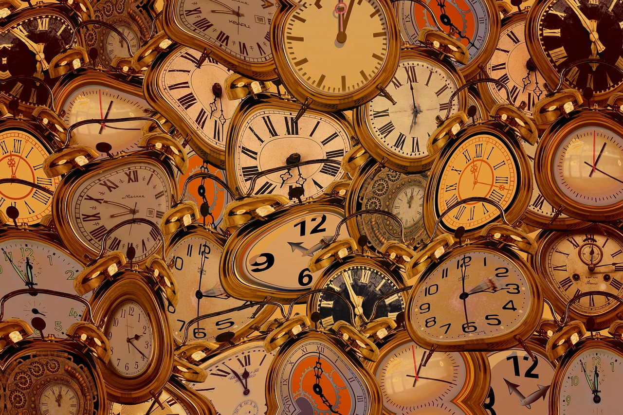 brass alarm clocks distorted pixabay time-2801595_1280