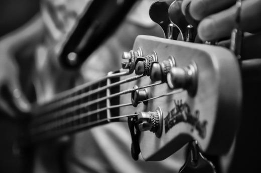 Guitar head stock BW_Simone Pixaby