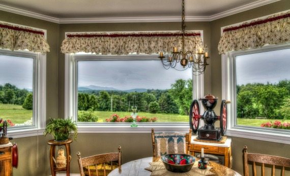Country kitchen 3 windows_Mariamichelle_vermont-Pixabay