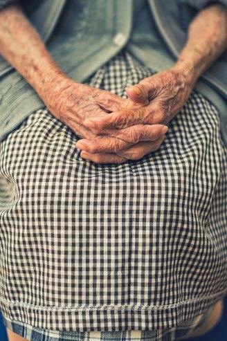 Old lady hands gingham cristian-newman-unsplash
