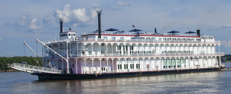 riverboat-Clarence Alford Pixabay