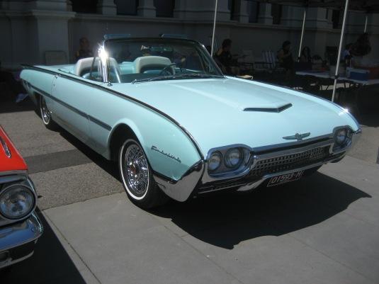 1962_Ford_Thunderbird_Convertible_aqua Wikimedia