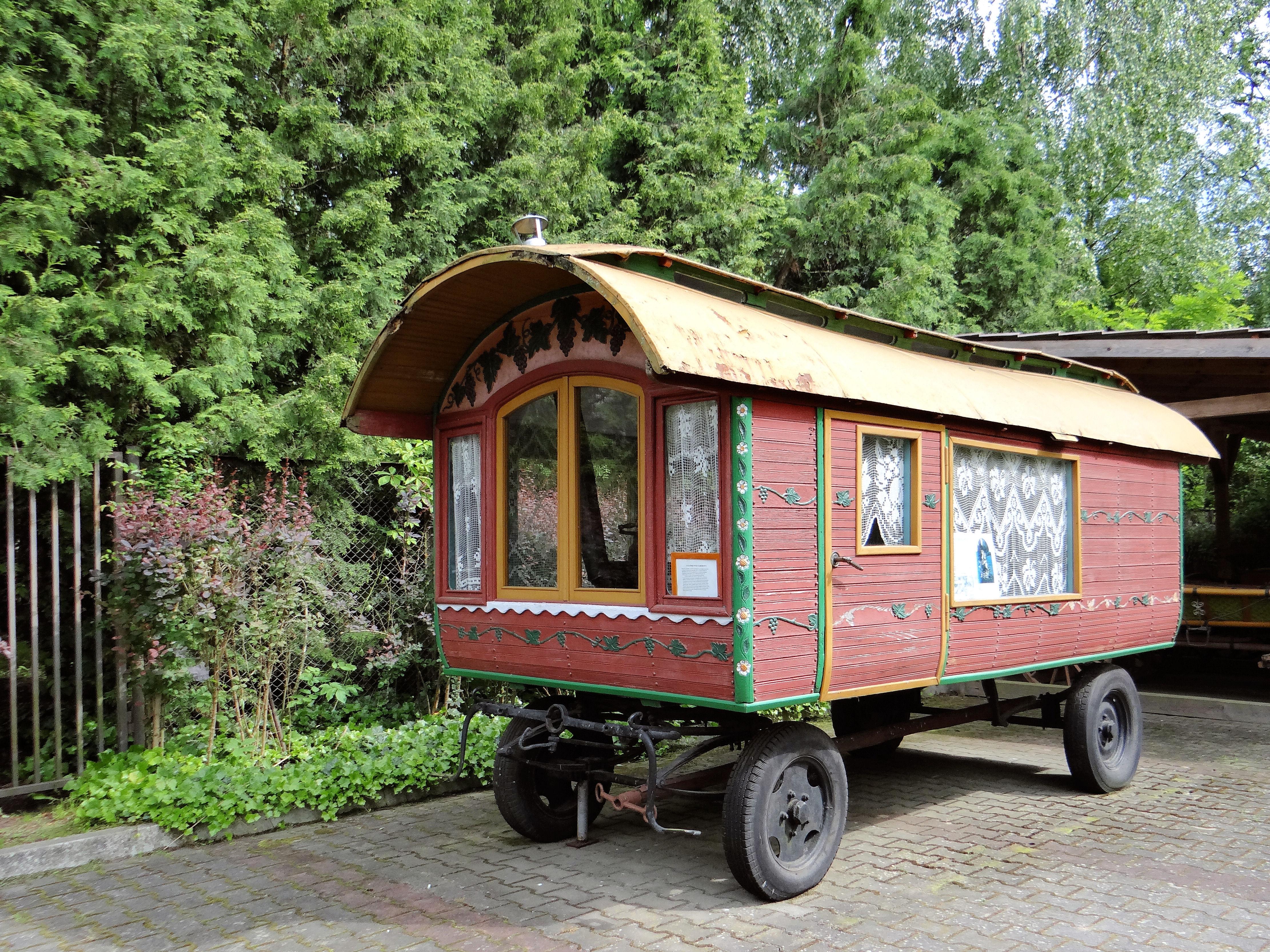 Gypsy_wagon Pilaszków Poland Jolanta Dyr Wikipedia